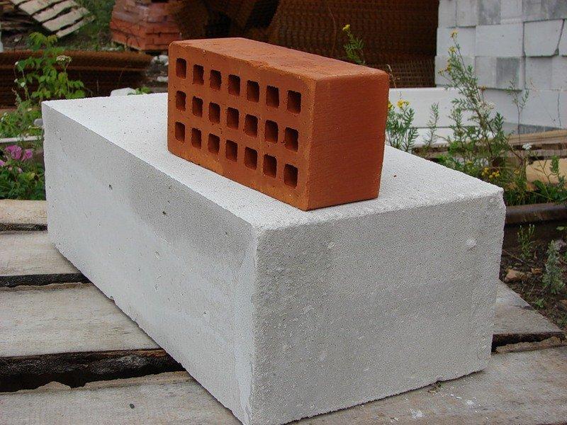 кирпич или блок